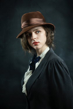 Natasza Fiedotjew Young vintage woman in brown hat
