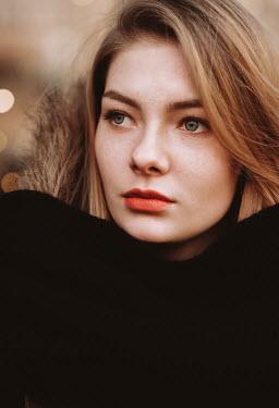 Muna Nazak Portrait of young woman Women