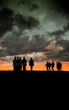 Stephen Mulcahey SILHOUETTED HISTORICAL SOLDIERS IN FIELD AT SUNSET Groups/Crowds