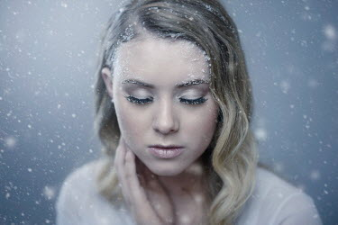 Viktoria Haack CLOSE UP OF BLONDE GIRL IN SNOW Women