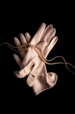 Jane Morley WHITE GLOVES WITH PEARLS NECKLACE Miscellaneous Objects