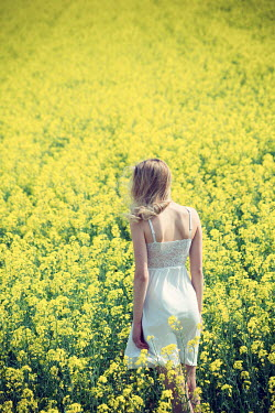 Carmen Spitznagel BLONDE WOMAN IN YELLOW SUMMERY FIELD Women