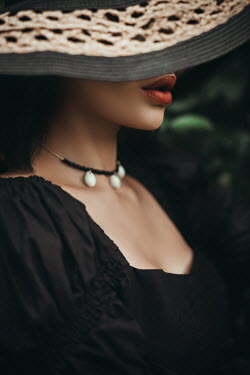 Hellen WOMAN IN HAT AND BLACK DRESS WITH RED LIPSTICK Women