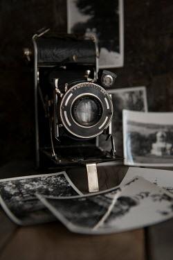 Jaroslaw Blaminsky Antique cameras and photographs