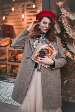 Hellen WOMAN STANDING OUTSIDE BAKERY WITH PASTRIES Women