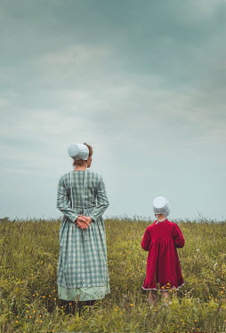 Joanna Czogala AMISH MOTHER AND DAUGHTER IN SUMMERY FIELD Children