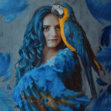 Anya Anti GIRL WITH BLUE HAIR FEATHERS AND PARROT Women