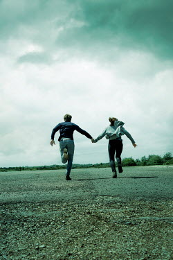 CollaborationJS RUNNING COUPLE HOLDING HANDS IN COUNTRYSIDE Couples