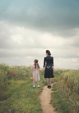 Joanna Czogala RETRO MOTHER AND DAUGHTER ON COUNTRY PATH Children