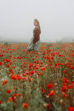 Shelley Richmond 1940s young woman in poppy field