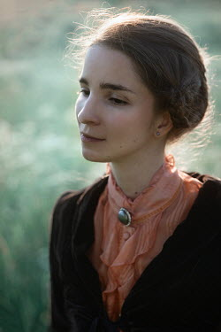 Natasza Fiedotjew Historical woman with brooch