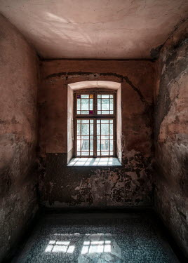 Jaroslaw Blaminsky Window in abandoned building