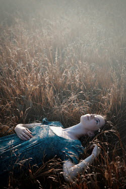 Natasza Fiedotjew DAYDREAMING GIRL LYING IN SUMMERY FIELD Women