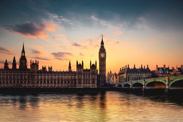 Evelina Kremsdorf HOUSES OF PARLIAMENT AND RIVER THAMES AT SUNSET Miscellaneous Cities/Towns