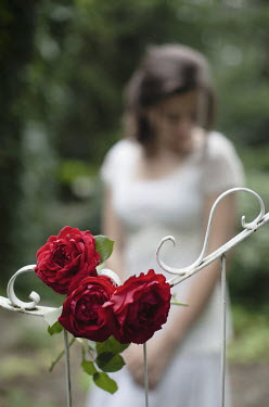 Nikaa GIRL IN GARDEN WITH RED ROSES ON GATE Women