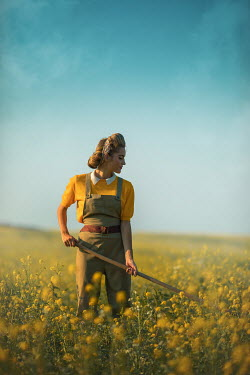 Ildiko Neer Land girl working in rape field