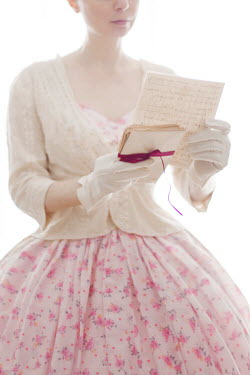 Susan Fox HISTORICAL WOMAN IN GLOVES READING LOVE LETTERS Women