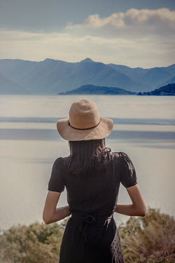 Nikaa WOMAN IN HAT WATCHING LAKE AND MOUNTAINS Women