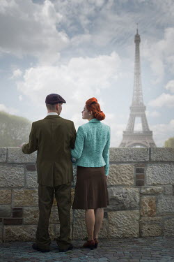 Ildiko Neer Vintage couple standing in Paris