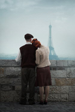 Ildiko Neer VINATGE COUPLE HUGGING IN PARIS Couples