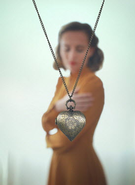 Mark Owen RETRO WOMAN WITH HEART-SHAPED LOCKET Women