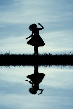 Magdalena Russocka silhouette of girl by water