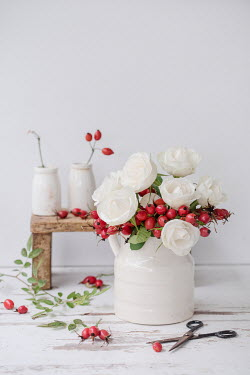 Magdalena Wasiczek Vase with white roses and red berries