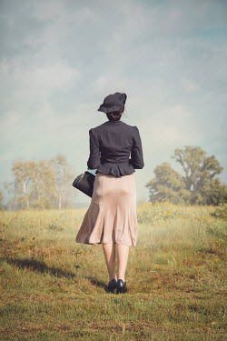 Joanna Czogala RETRO WOMAN WITH HAT IN COUNTRYSIDE Women