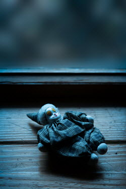Magdalena Russocka pierrot doll lying on wooden windowsill