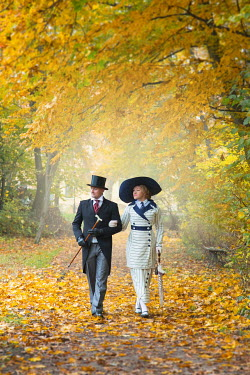 Joanna Czogala EDWARDIAN COUPLE WALKING ARM IN ARM IN AUTUMN PARK Couples