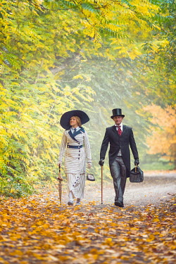 Joanna Czogala EDWARDIAN COUPLE WALKING IN AUTUMN COUNTRYSIDE Couples