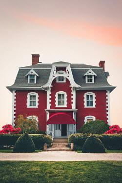 Evelina Kremsdorf Red house and garden