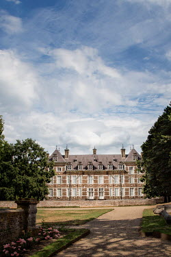 Yolande de Kort LARGE GRAND MANSION AND GARDEN Houses