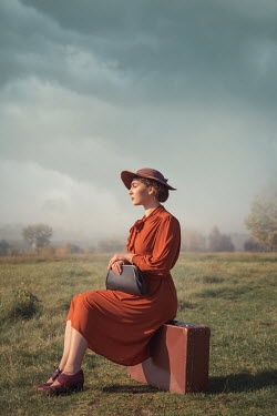 Joanna Czogala RETRO WOMAN WITH SUITCASE IN COUNTRYSIDE Women