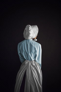 Ildiko Neer Historical servant with apron from behind