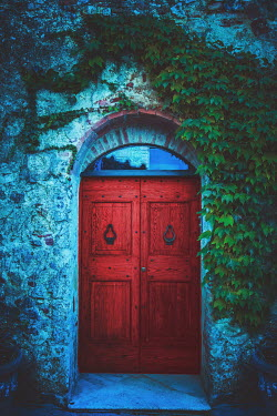 Joanna Czogala Red door in Tuscany, Italy