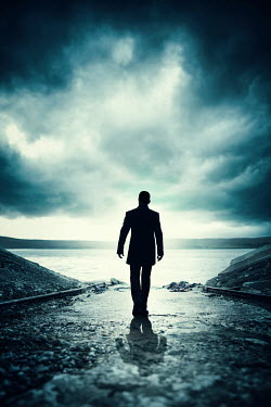 Magdalena Russocka silhouette of man walking towards lake