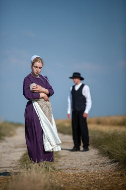 Magdalena Russocka amish couple with baby in countryside