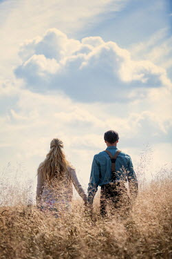 Magdalena Russocka retro couple holding hands  standing in field