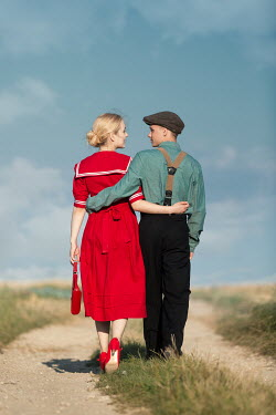 Magdalena Russocka retro couple walking on country road