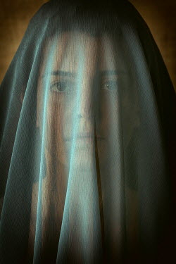 Mohamad Itani Young woman under veil