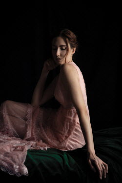 Natasza Fiedotjew Woman sitting in pink dress