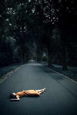 Natasza Fiedotjew Woman lying on road