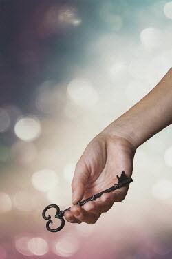 Evelina Kremsdorf Hand of woman holding key