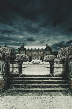 Nic Skerten Mansion and garden in snow