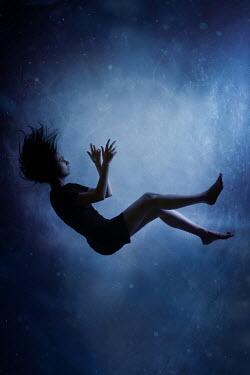 Wojciech Zwolinski Young woman underwater