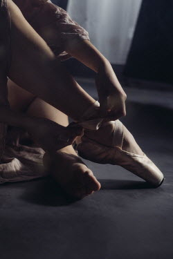 Marta Syrko WOMAN SITTING TYING BALLET SHOES Women