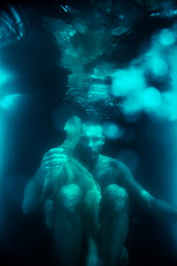 Magdalena Russocka naked man floating under water