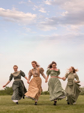 Elisabeth Ansley HAPPY HISTORICAL WOMEN RUNNING IN FIELD Groups/Crowds