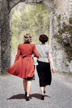 Elisabeth Ansley TWO RETRO WOMEN ARM IN ARM BY ARCHWAY Women